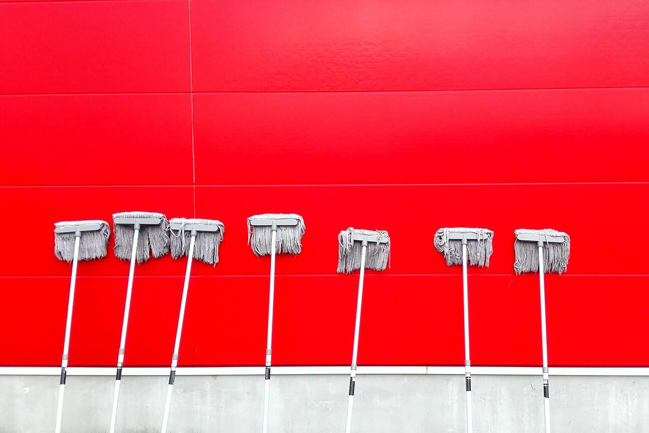 Czy czyszczenie obiektów przez profesjonalne firmy jest godne polecenia?