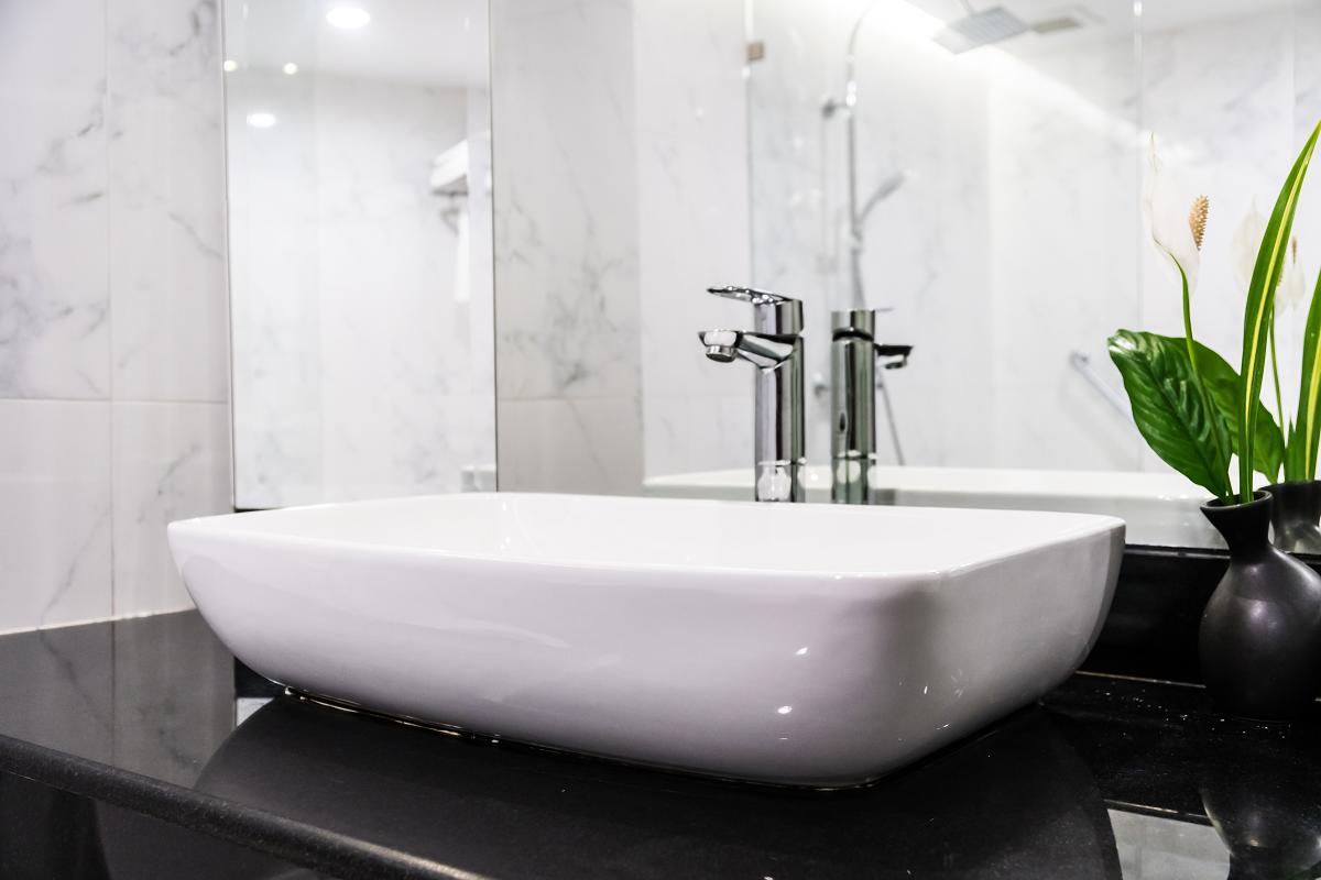 Na co zwrócić uwagę przy wyborze umywalki do łazienki